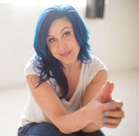 Photo of Author Alexandra Franzen