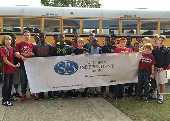 Students Holding Southern Independent Bank Sign