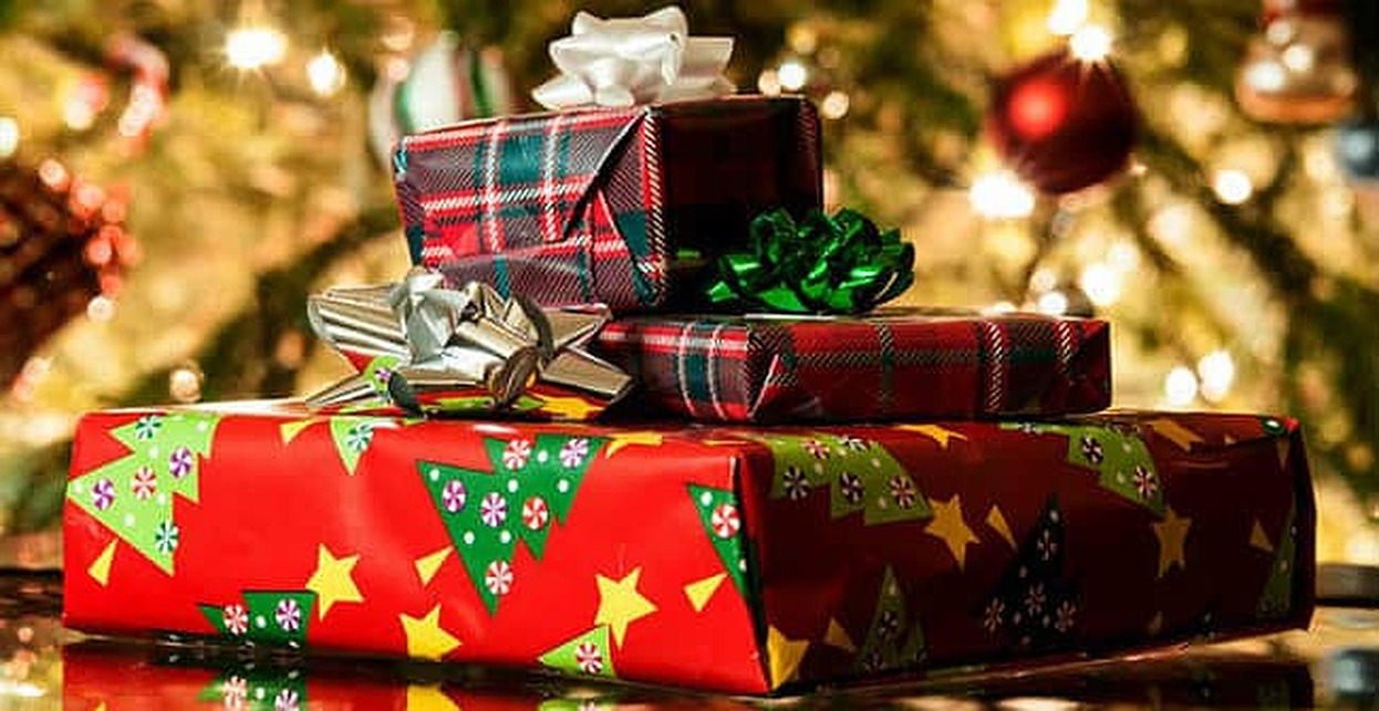How to Buy the Best Holiday Gifts When You Have Bad Credit