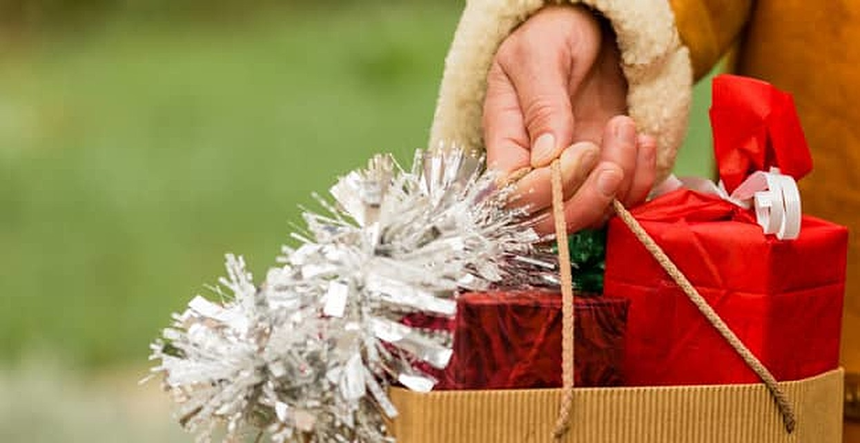 64% of Americans Don't Save for Holiday Shopping