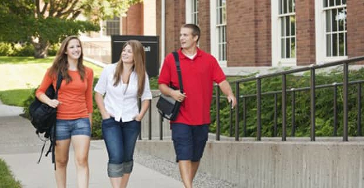 How to Live Debt-Free in College